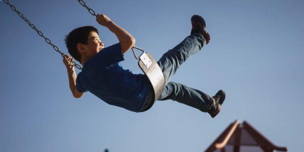 Au Pair - Forberedelse til USA - Dreng gynger