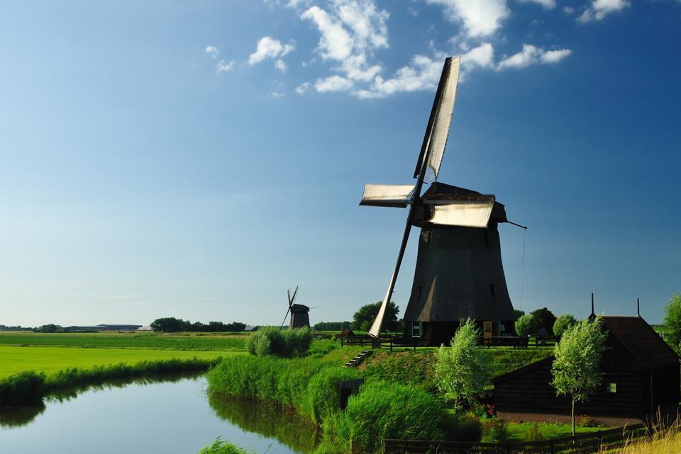 Som udvekslingsstudent i Holland på High School kan man opleve landets mange vindmøller